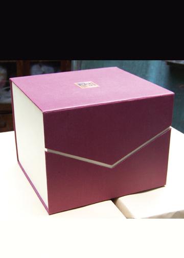 酒红色盒子